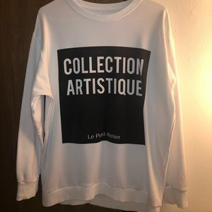 Sweatshirt with texted design